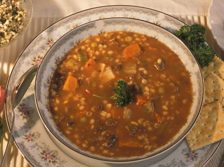 Vegetable_beef_barley_soup.jpg